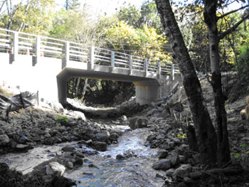 The new bridge creates a natural steambed to accomodate fish migration and higher storm flows
